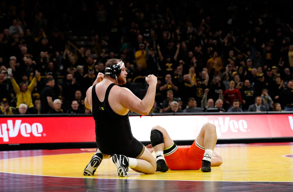 Sam Stoll defeats Oklahoma State's Derek White in overtime at heavyweight