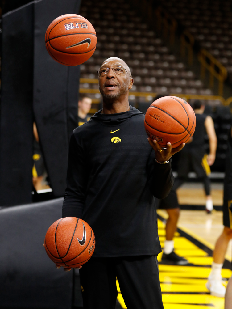 Assistant coach Sherman Dillard juggles basketball before  the first practice of the season Monday, October 1, 2018 at Carver-Hawkeye Arena. (Brian Ray/hawkeyesports.com)