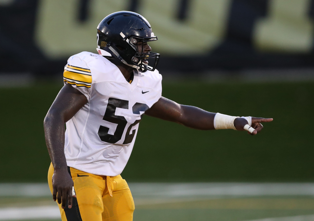 Iowa Hawkeyes linebacker Amani Jones (52)