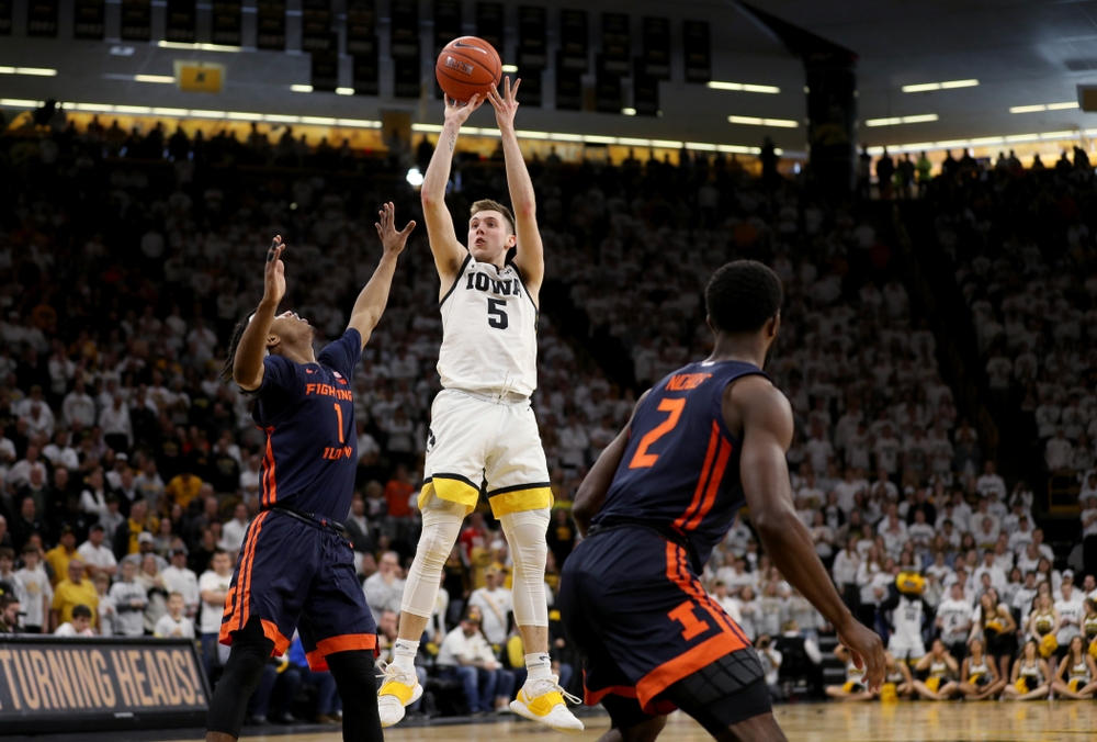 Iowa Hawkeyes guard CJ Fredrick (5) pulls up for a three point basket against the Illinois Fighting Illini Sunday, February 2, 2020 at Carver-Hawkeye Arena. (Brian Ray/hawkeyesports.com)