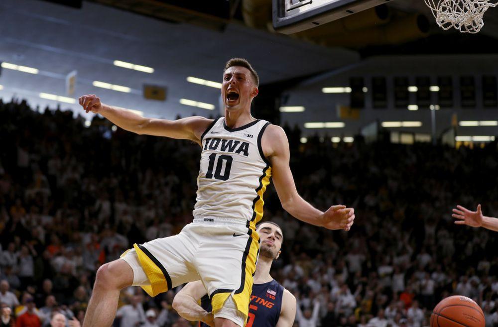 Iowa Hawkeyes guard Joe Wieskamp (10) dunks the ball against the Illinois Fighting Illini Sunday, February 2, 2020 at Carver-Hawkeye Arena. (Brian Ray/hawkeyesports.com)