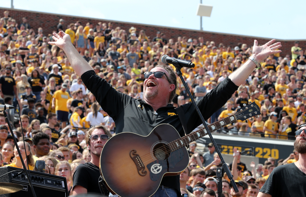 Country artist Pat Green performs ÒWave on WaveÓ at halftime of the Iowa Hawkeyes game against the Rutgers Scarlet Knights Saturday, September 7, 2019 at Kinnick Stadium. (Brian Ray/hawkeyesports.com)