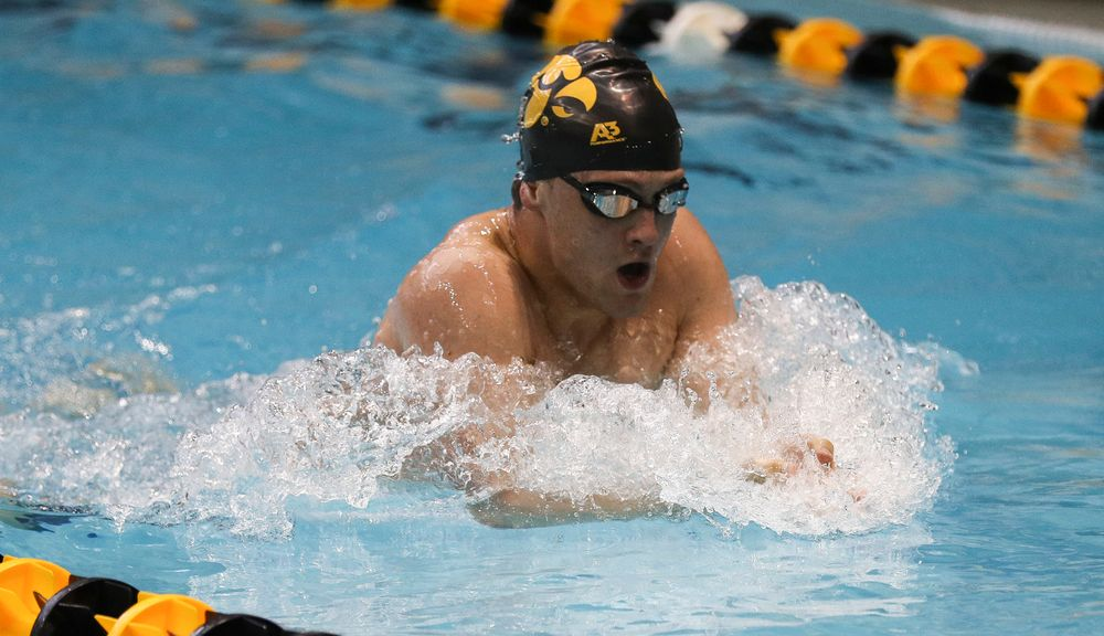Iowa's Caleb Babb competes in the 200-yard freestyle during the third day of the Hawkeye Invitational at the Campus Recreation and Wellness Center on November 17, 2018. (Tork Mason/hawkeyesports.com)