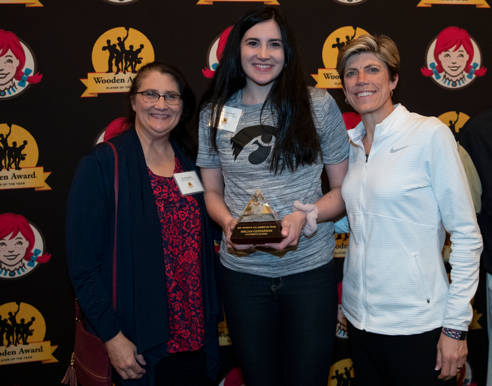 Iowa Hawkeyes forward Megan Gustafson (10) with her mother eva and associate head coach Jan Jensen during the Wooden Award DukeÕs Dinner Thursday, April 11, 2019 at the LA Athletic Club. (Brian Ray/hawkeyesports.com)