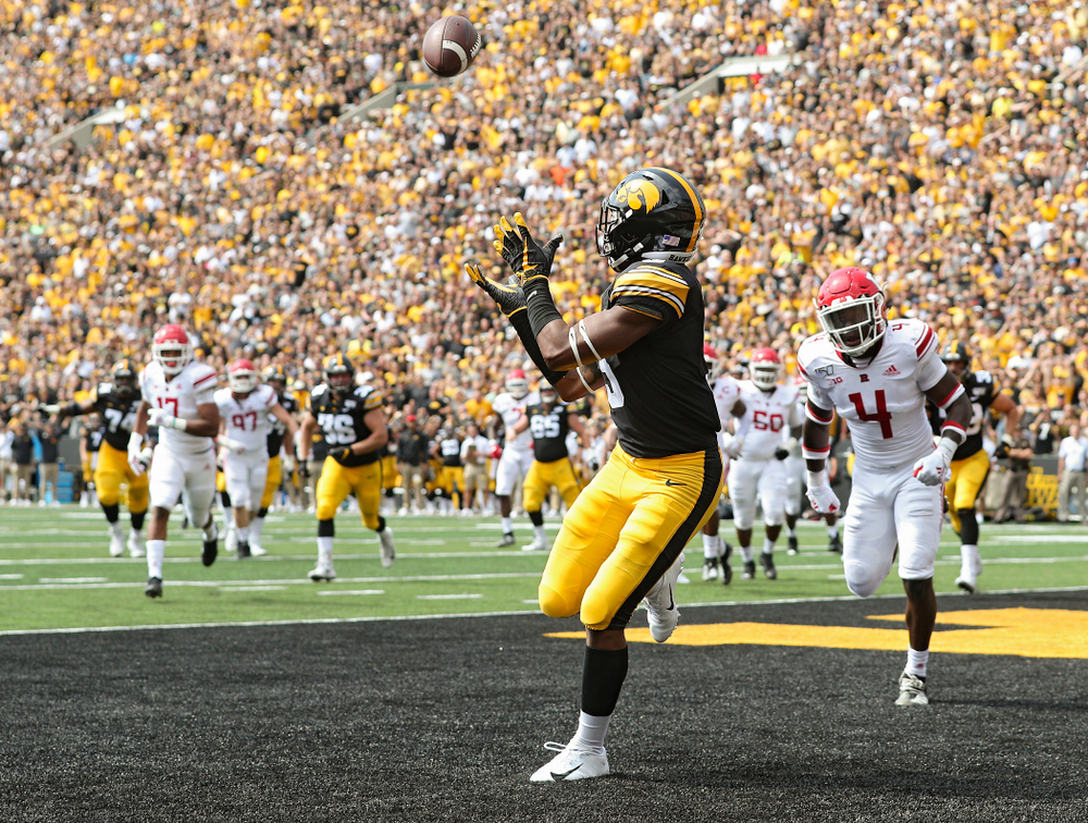 Iowa Hawkeyes wide receiver Tyrone Tracy Jr. (3) pulls in a 7-yard touchdown during the second quarter of their Big Ten Conference football game at Kinnick Stadium in Iowa City on Saturday, Sep 7, 2019. (Stephen Mally/hawkeyesports.com)