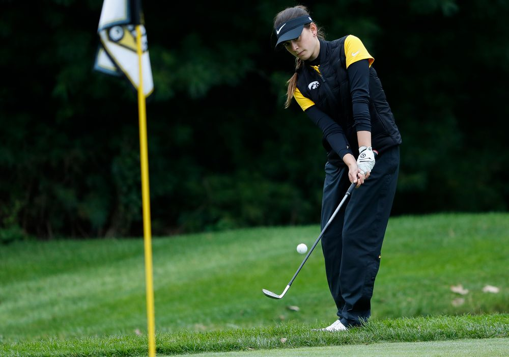 Iowa's Brett Permann chips onto the green during the Diane Thomason Invitational at Finkbine Golf Course on September 29, 2018. (Tork Mason/hawkeyesports.com)