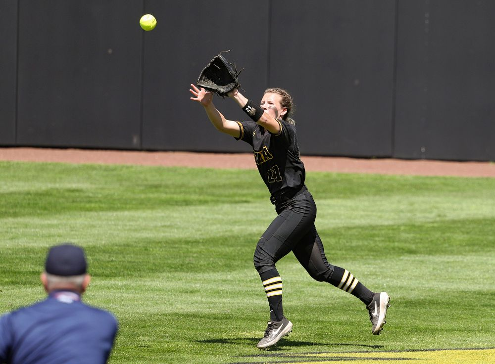 Iowa center fielder Havyn Monteer (21) makes a running catch for an out during the third inning of their game against Ohio State at Pearl Field in Iowa City on Saturday, May. 4, 2019. (Stephen Mally/hawkeyesports.com)