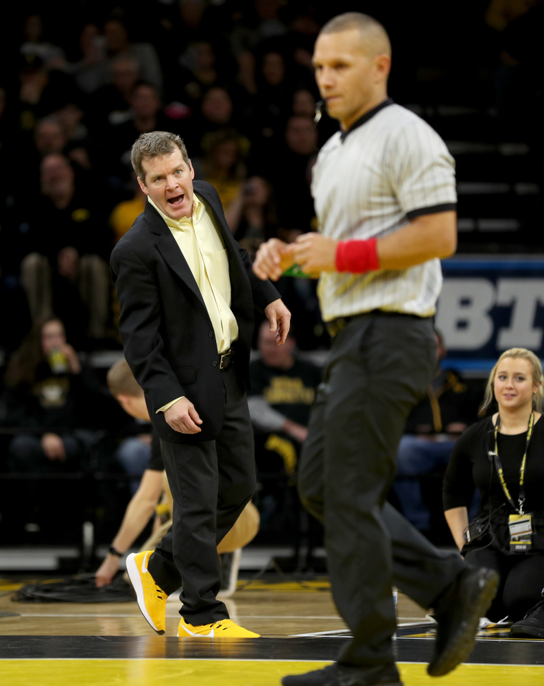 Head Coach Tom Brands works the edge of the mat as Iowa's Abe Assad wrestles Ohio State's Rockey Jordan at 184 pounds Friday, January 24, 2020 at Carver-Hawkeye Arena. Assad won the match 3-1. (Brian Ray/hawkeyesports.com)