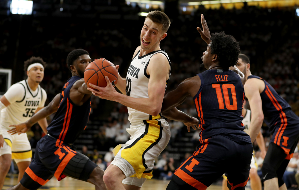 Iowa Hawkeyes guard Joe Wieskamp (10) against the Illinois Fighting Illini Sunday, February 2, 2020 at Carver-Hawkeye Arena. (Brian Ray/hawkeyesports.com)