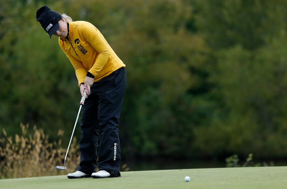 Iowa's Kristin Glesne putts during the Diane Thomason Invitational at Finkbine Golf Course on September 29, 2018. (Tork Mason/hawkeyesports.com)