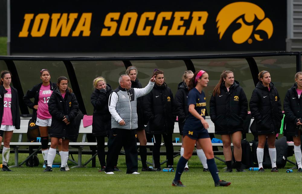 Iowa Hawkeyes head coach David DiIanni against Michigan Sunday, October 14, 2018 at the Iowa Soccer Complex. (Brian Ray/hawkeyesports.com)