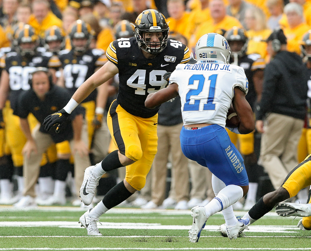 Iowa Hawkeyes linebacker Nick Niemann (49) closes in during the second quarter of their game at Kinnick Stadium in Iowa City on Saturday, Sep 28, 2019. (Stephen Mally/hawkeyesports.com)
