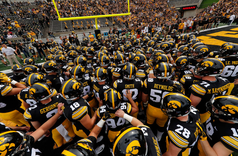 The Iowa Hawkeyes get pumped up for their game against the Iowa State Cyclones Saturday, September 8, 2018 at Kinnick Stadium. (Brian Ray/hawkeyesports.com)