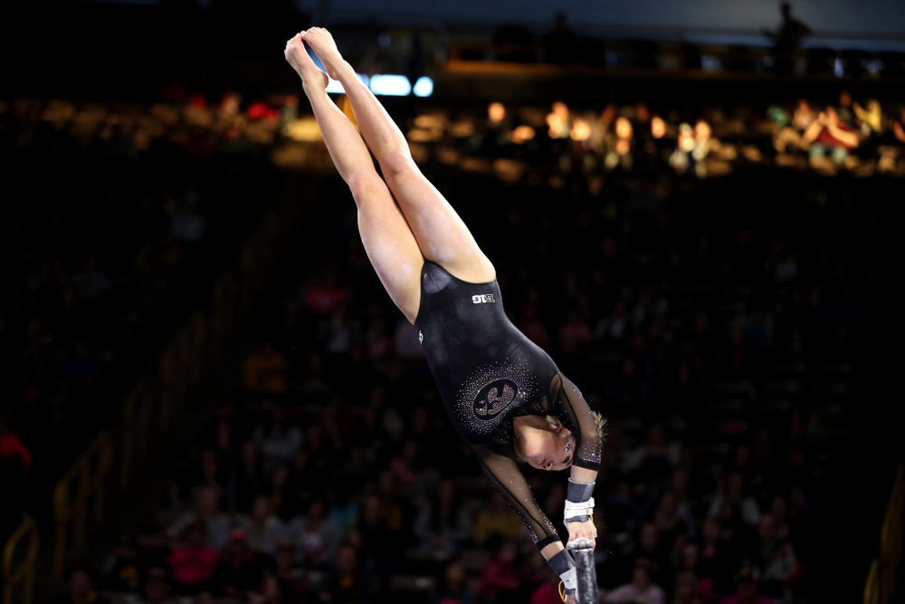 Iowa's Nicole Chow competes on the beam against the Minnesota Golden Gophers Saturday, January 19, 2019 at Carver-Hawkeye Arena. (Brian Ray/hawkeyesports.com)