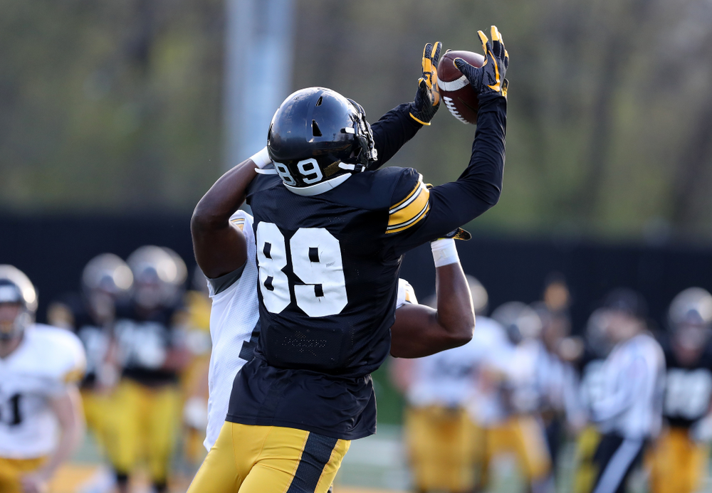 Iowa Hawkeyes wide receiver Nico Ragaini (89) catches a touchdown pass during the teamÕs final spring practice Friday, April 26, 2019 at the Kenyon Football Practice Facility. (Brian Ray/hawkeyesports.com)