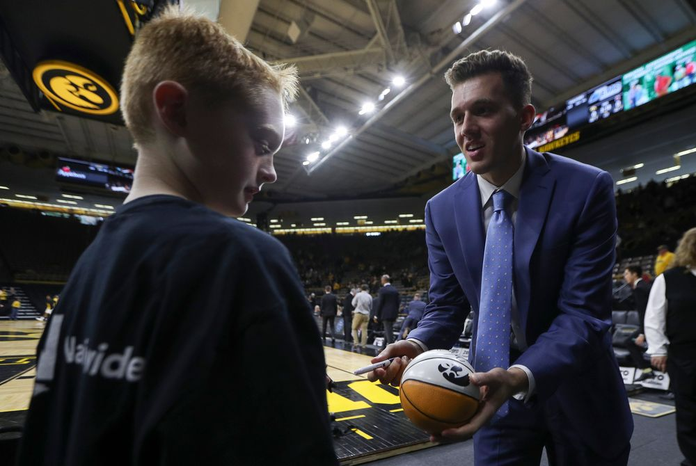 Iowa Hawkeyes guard Jordan Bohannon (3) signs an autograph for a young fan before a game against Guilford College at Carver-Hawkeye Arena on November 4, 2018. (Tork Mason/hawkeyesports.com)