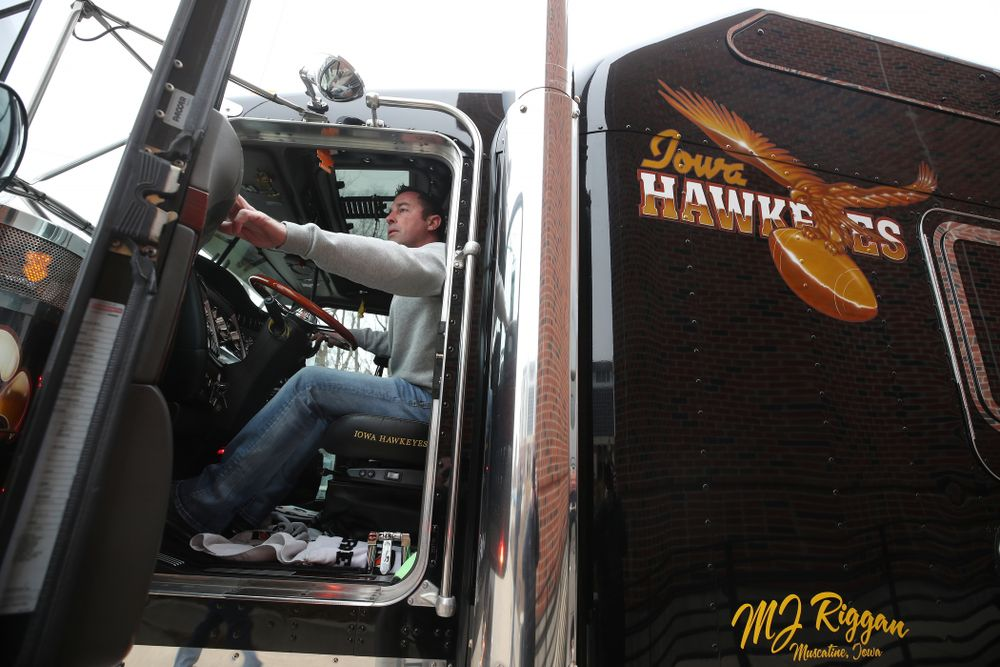 TanTara Transportation Corporation operations manager Jeff Riggan helps hook up Hawk One to the trailer before the truck departed for the Outback Bowl in Tampa, Florida  Friday, December 21, 2018 at the Hansen Football Performance Center. (Brian Ray/hawkeyesports.com)