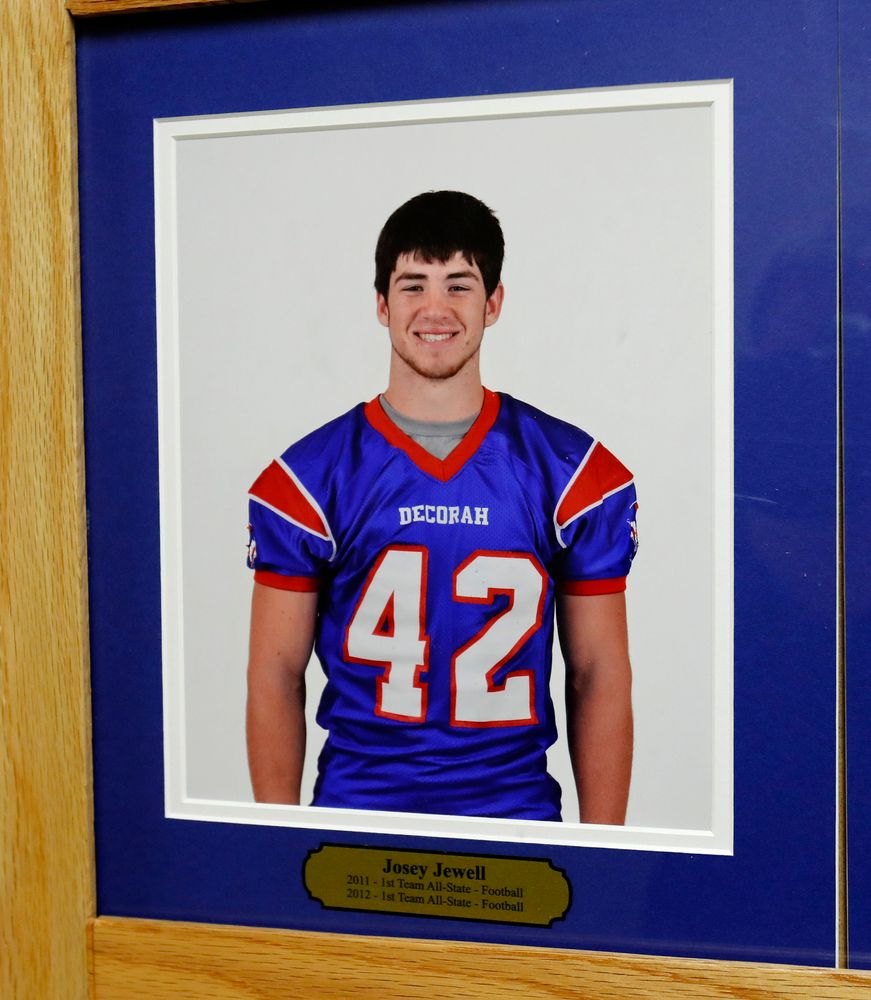 Photo of Josey Jewell, All-State Football Player