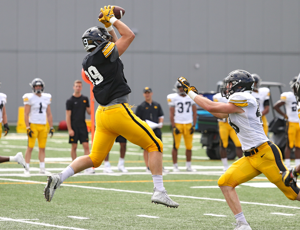 Iowa Hawkeyes tight end Nate Wieting (39) pulls in a pass during Fall Camp Practice No. 11 at the Hansen Football Performance Center in Iowa City on Wednesday, Aug 14, 2019. (Stephen Mally/hawkeyesports.com)
