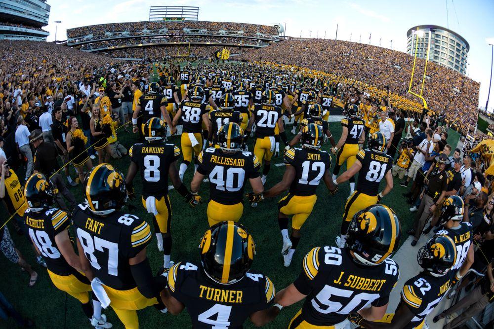 The Iowa Hawkeyes swarm against the Northern Iowa Panthers Saturday, September 15, 2018 at Kinnick Stadium. (Brian Ray/hawkeyesports.com)