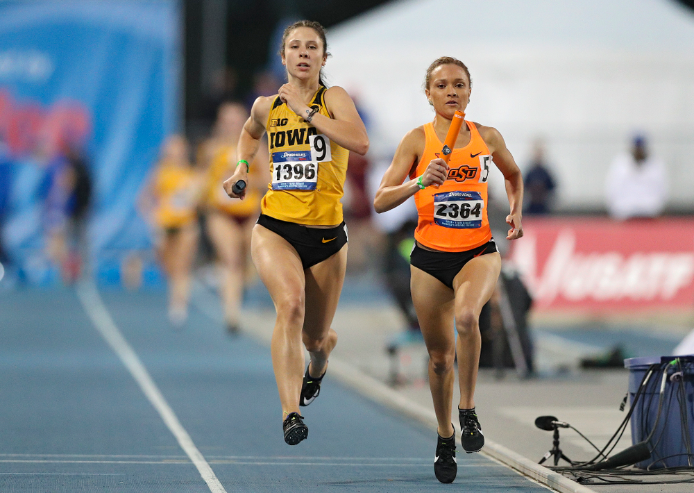 Iowa's Mallory King runs the women's 3200 meter relay event during the second day of the Drake Relays at Drake Stadium in Des Moines on Friday, Apr. 26, 2019. (Stephen Mally/hawkeyesports.com)