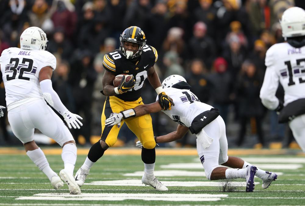 Iowa Hawkeyes running back Mekhi Sargent (10) against the Northwestern Wildcats Saturday, November 10, 2018 at Kinnick Stadium. (Brian Ray/hawkeyesports.com)