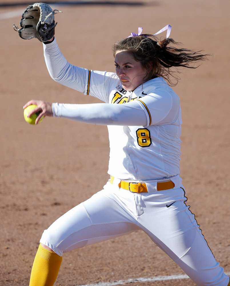 Iowa Hawkeyes pitcher Lauren Shaw (8)
