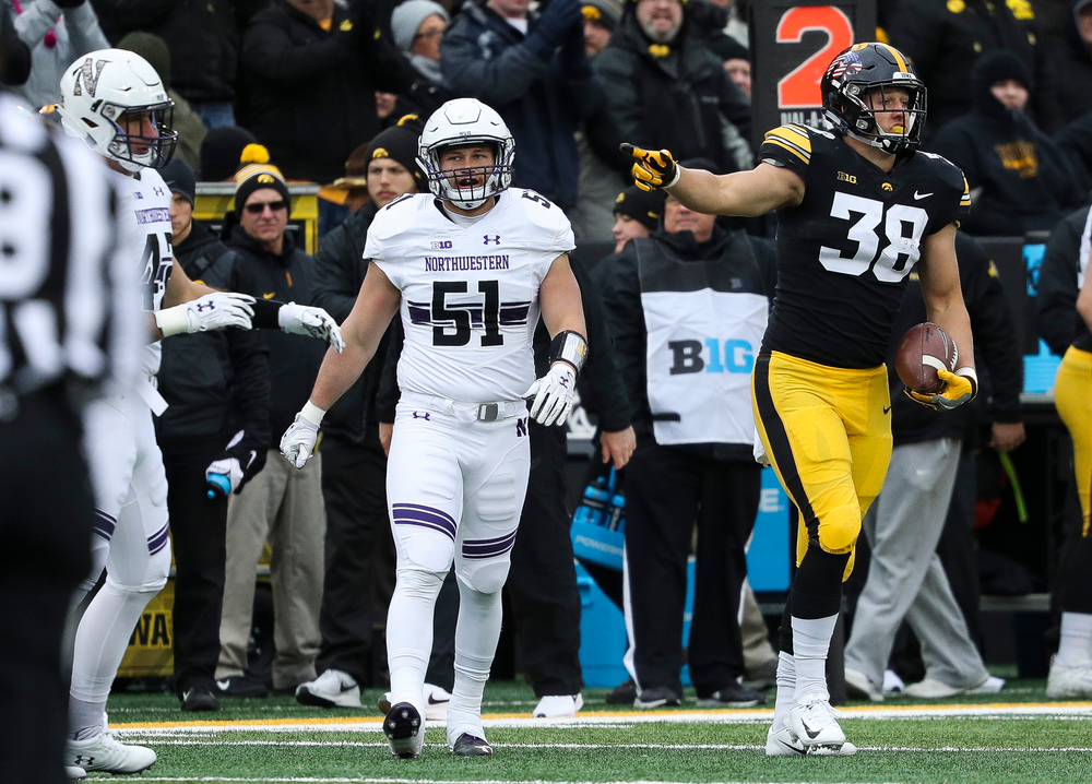 Iowa Hawkeyes tight end T.J. Hockenson (38) signals for a first down after making a reception during a game against Northwestern at Kinnick Stadium on November 10, 2018. (Tork Mason/hawkeyesports.com)