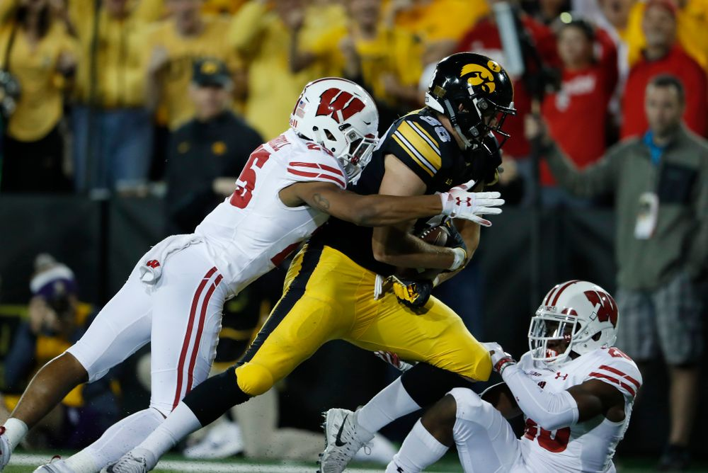 Iowa Hawkeyes tight end T.J. Hockenson (38) against the Wisconsin Badgers Saturday, September 22, 2018 at Kinnick Stadium. (Brian Ray/hawkeyesports.com)