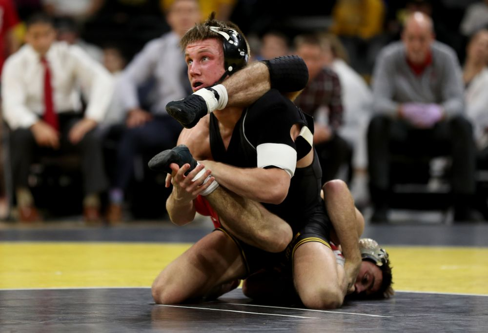IowaÕs Max Murin wrestles WisconsinÕs Tristan Moran at 141 pounds Sunday, December 1, 2019 at Carver-Hawkeye Arena. Murin won the match 3-2. (Brian Ray/hawkeyesports.com)
