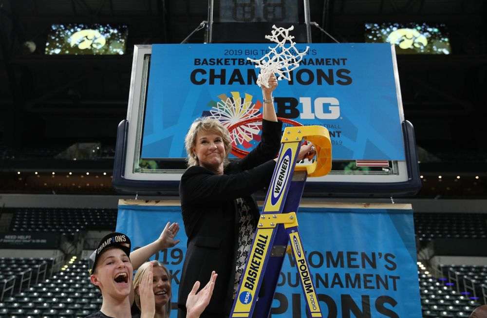 Iowa Hawkeyes head coach Lisa Bluderc elebrates their victory over the Maryland Terrapins in the Big Ten Championship Game Sunday, March 10, 2019 at Bankers Life Fieldhouse in Indianapolis, Ind. (Brian Ray/hawkeyesports.com)