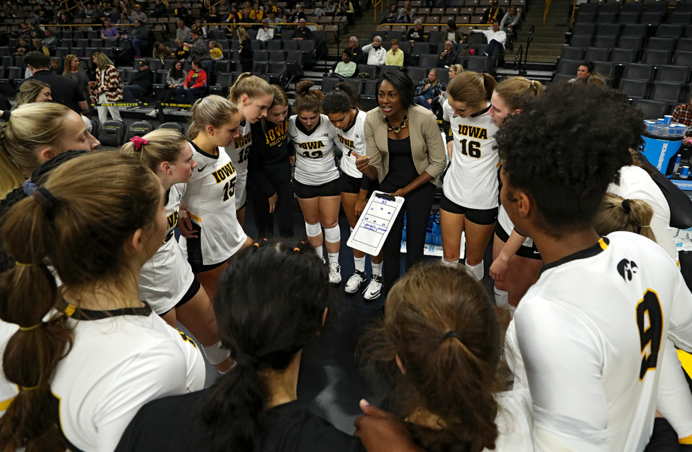 Iowa head coach Vicki Brown talks with her team before the start of their volleyball match at Carver-Hawkeye Arena in Iowa City on Sunday, Oct 13, 2019. (Stephen Mally/hawkeyesports.com)