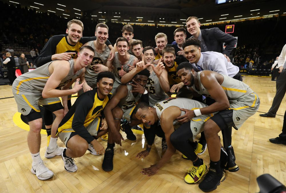 The Iowa Hawkeyes celebrate their win against the Nebraska Cornhuskers Sunday, January 6, 2019 at Carver-Hawkeye Arena. (Brian Ray/hawkeyesports.com)