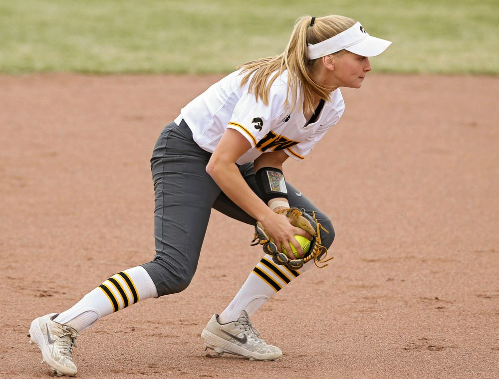Iowa Hawkeyes Aralee Bogar (2) fields a ground ball during the third inning of their Big Ten Conference softball game at Pearl Field in Iowa City on Friday, Mar. 29, 2019. (Stephen Mally/hawkeyesports.com)