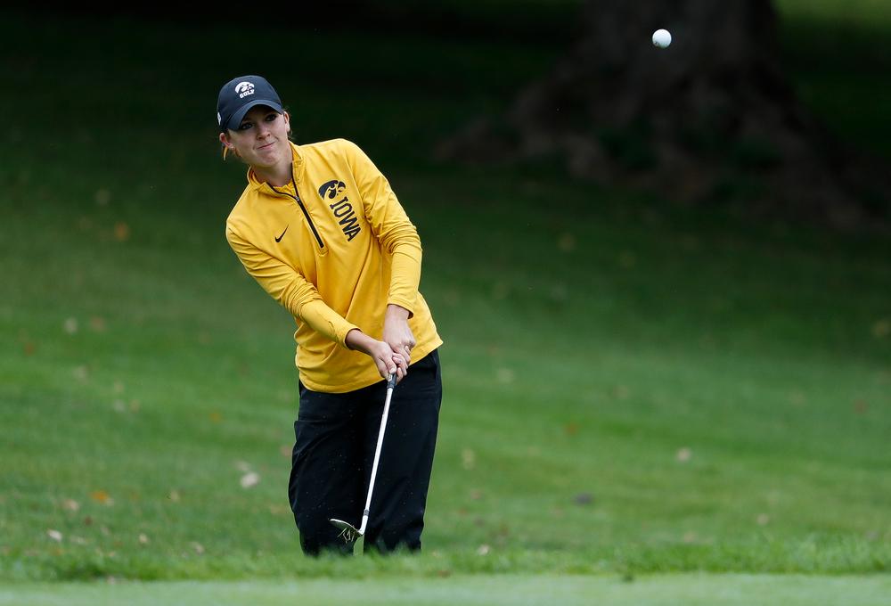 Iowa's Brett Permann pitches onto the green during the Diane Thomason Invitational at Finkbine Golf Course on September 29, 2018. (Tork Mason/hawkeyesports.com)