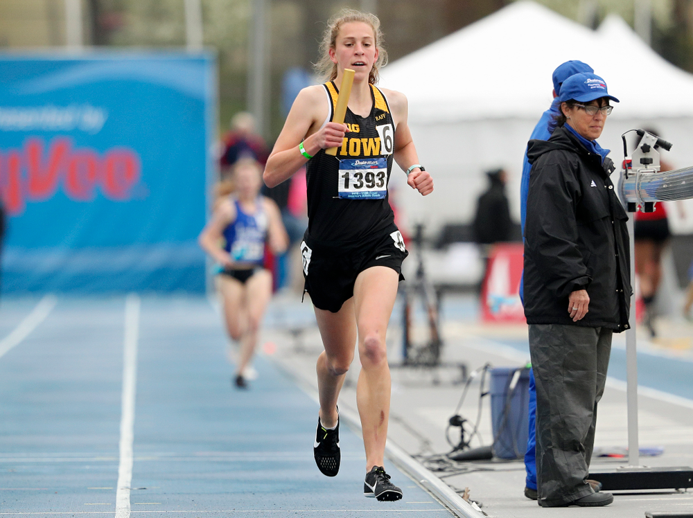Iowa's Anna Hostetler runs the women's distance medley relay event during the third day of the Drake Relays at Drake Stadium in Des Moines on Saturday, Apr. 27, 2019. (Stephen Mally/hawkeyesports.com)