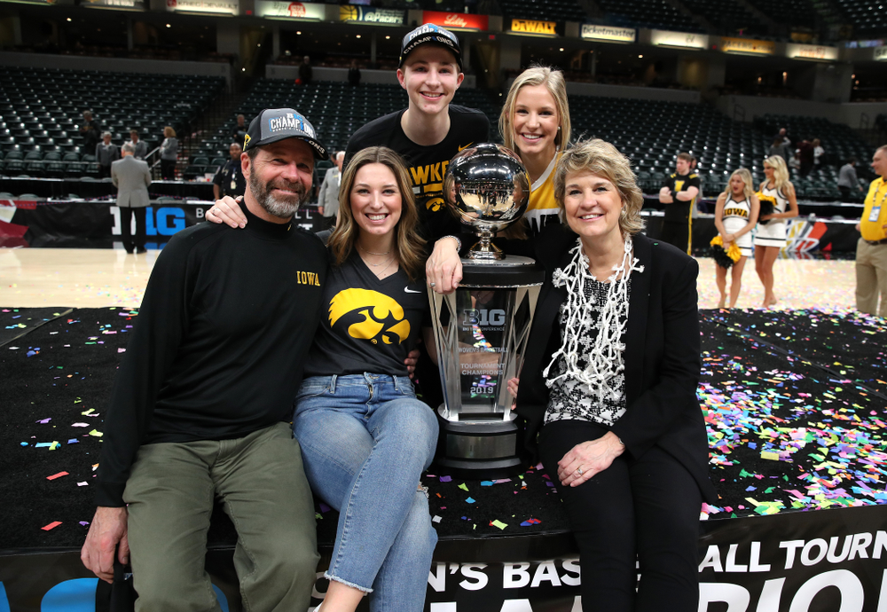 Iowa Hawkeyes head coach Lisa Bluder and her family against the Maryland Terrapins Sunday, March 10, 2019 at Bankers Life Fieldhouse in Indianapolis, Ind. (Brian Ray/hawkeyesports.com)
