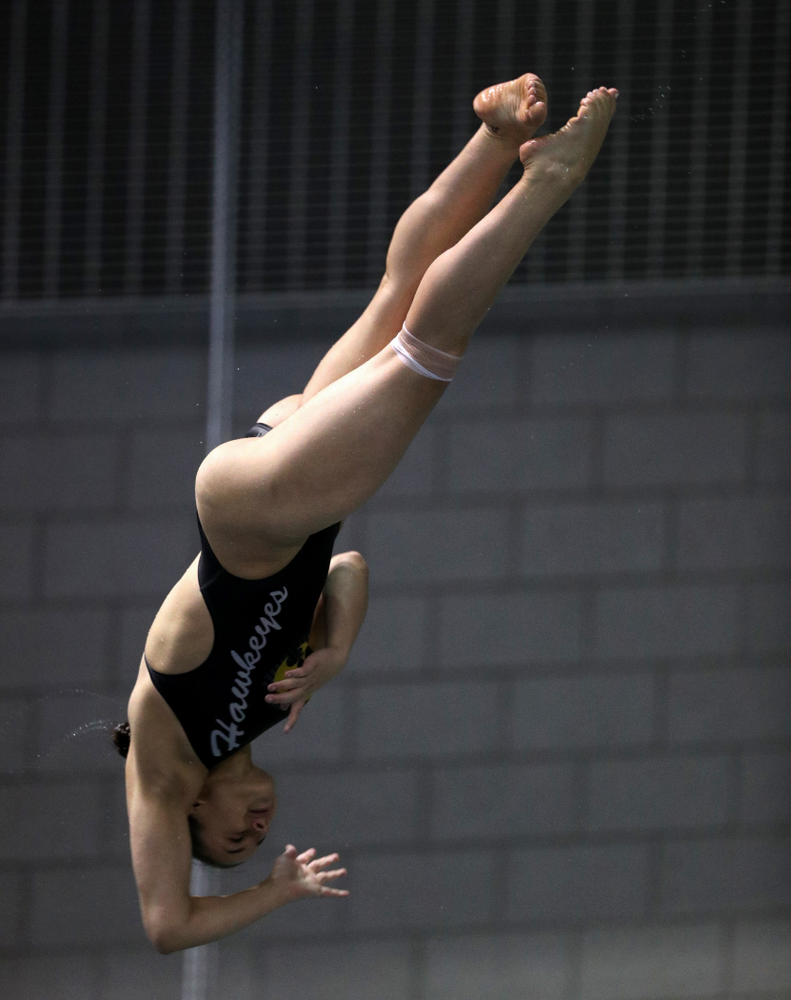Iowa's Jayah Mathews competes on the 3-meter springboard against the Iowa State Cyclones in the Iowa Corn Cy-Hawk Series Friday, December 7, 2018 at at the Campus Recreation and Wellness Center. (Brian Ray/hawkeyesports.com)