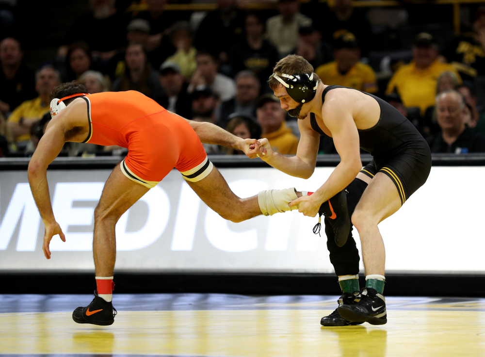 Iowa's Spencer Lee Wrestles Oklahoma State's Nick Piccininni at 125 pounds Sunday, February 23, 2020 at Carver-Hawkeye Arena. Lee won the match 12-3. (Brian Ray/hawkeyesports.com)