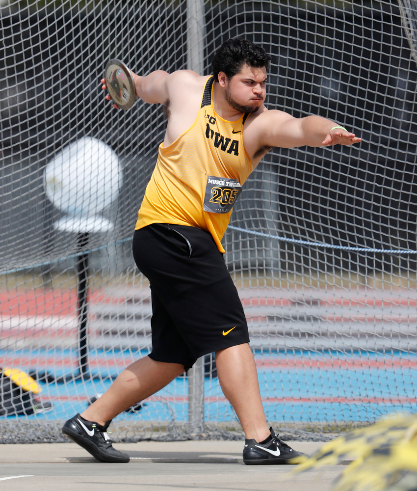 Iowa's Reno Tuufuli competes in the discus during the 2018 MUSCO Twilight Invitational  Thursday, April 12, 2018 at the Cretzmeyer Track. (Brian Ray/hawkeyesports.com)