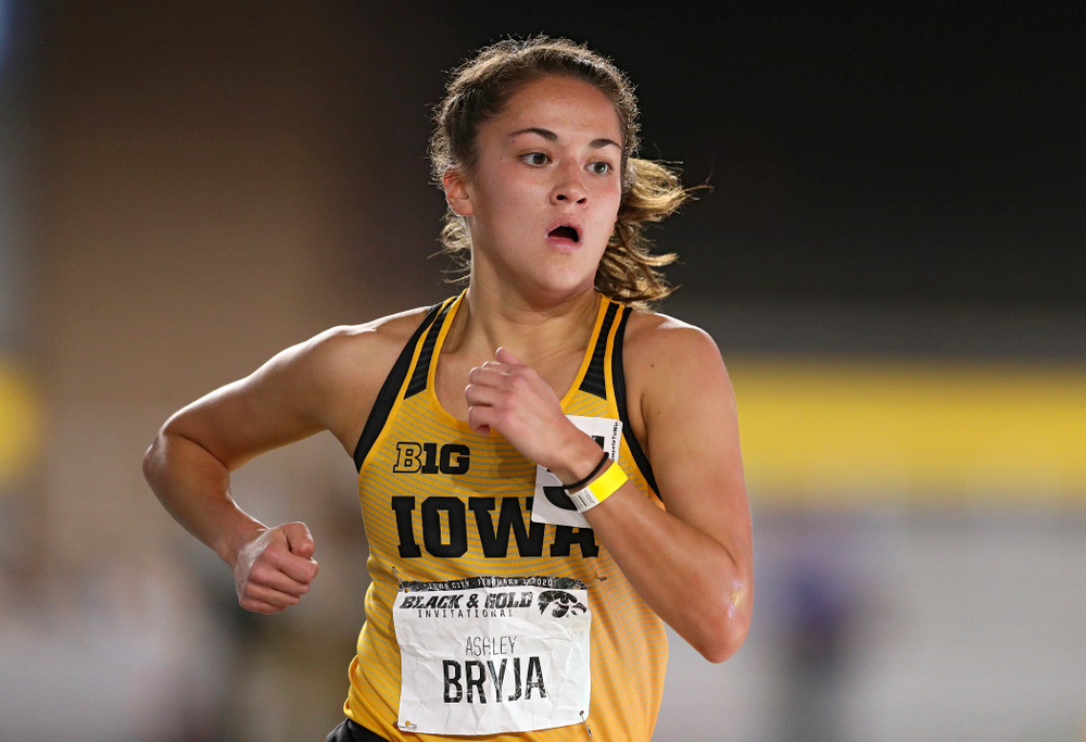 Iowa's Ashley Bryja runs the women's 1 mile run event at the Black and Gold Invite at the Recreation Building in Iowa City on Saturday, February 1, 2020. (Stephen Mally/hawkeyesports.com)