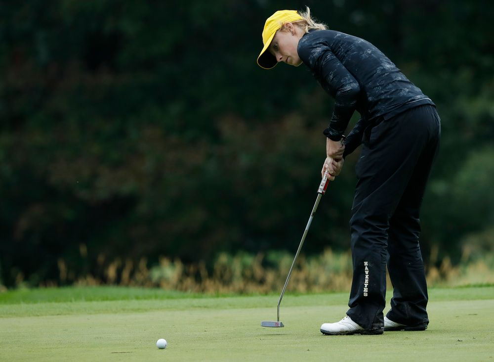 Iowa's Kristin Glesne putts during the final round of the Diane Thomason Invitational at Finkbine Golf Course on September 30, 2018. (Tork Mason/hawkeyesports.com)