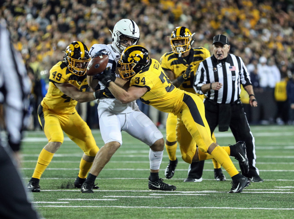Iowa Hawkeyes linebacker Kristian Welch (34) breaks up a pass against the Penn State Nittany Lions Saturday, October 12, 2019 at Kinnick Stadium. (Brian Ray/hawkeyesports.com)