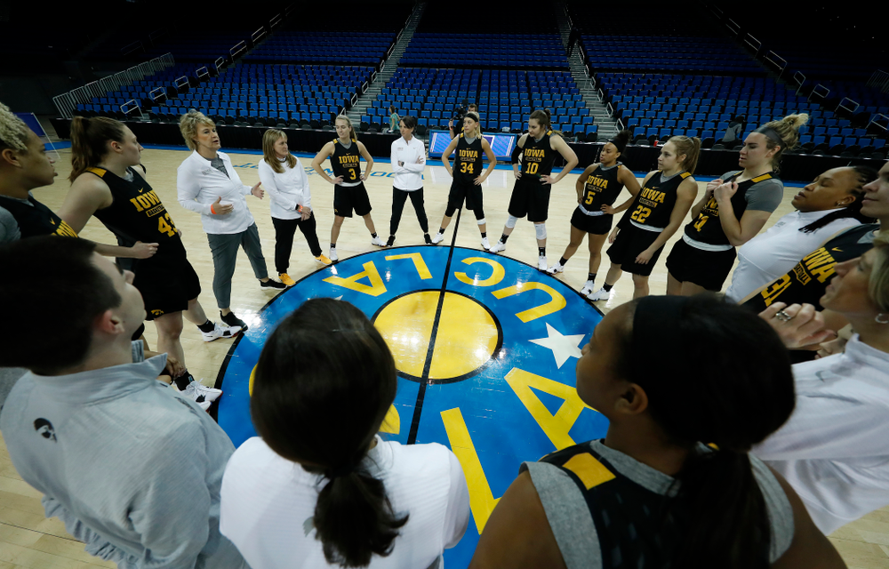 Iowa Hawkeyes head coach Lisa Bluder talks with her team before practice Friday, March 16, 2018 at Pauley Pavilion on the campus of UCLA. (Brian Ray/hawkeyesports.com)