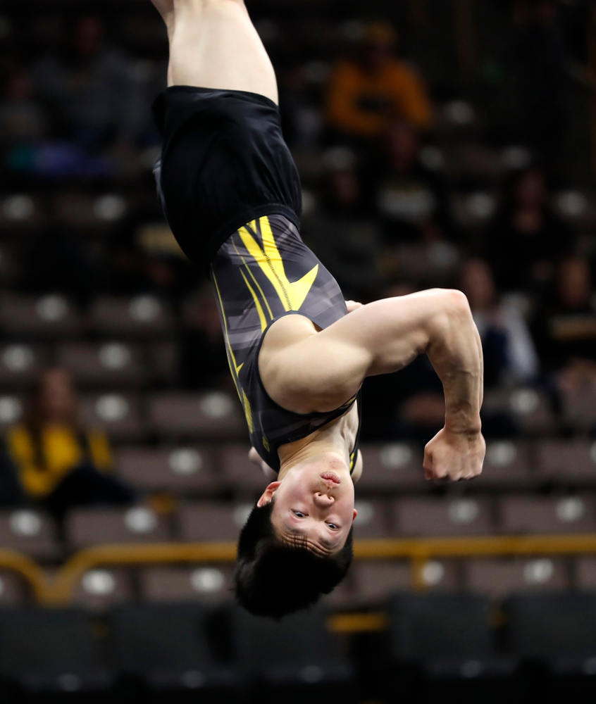 Bennet Huang competes on the floor against Minnesota and Air Force