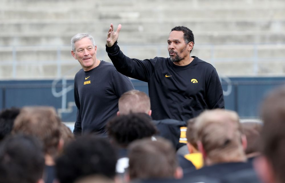 Former Hawkeye Football player Quinn Early speaks to the team during Holiday Bowl Practice No. 3  Tuesday, December 24, 2019 at San Diego Mesa College. (Brian Ray/hawkeyesports.com)