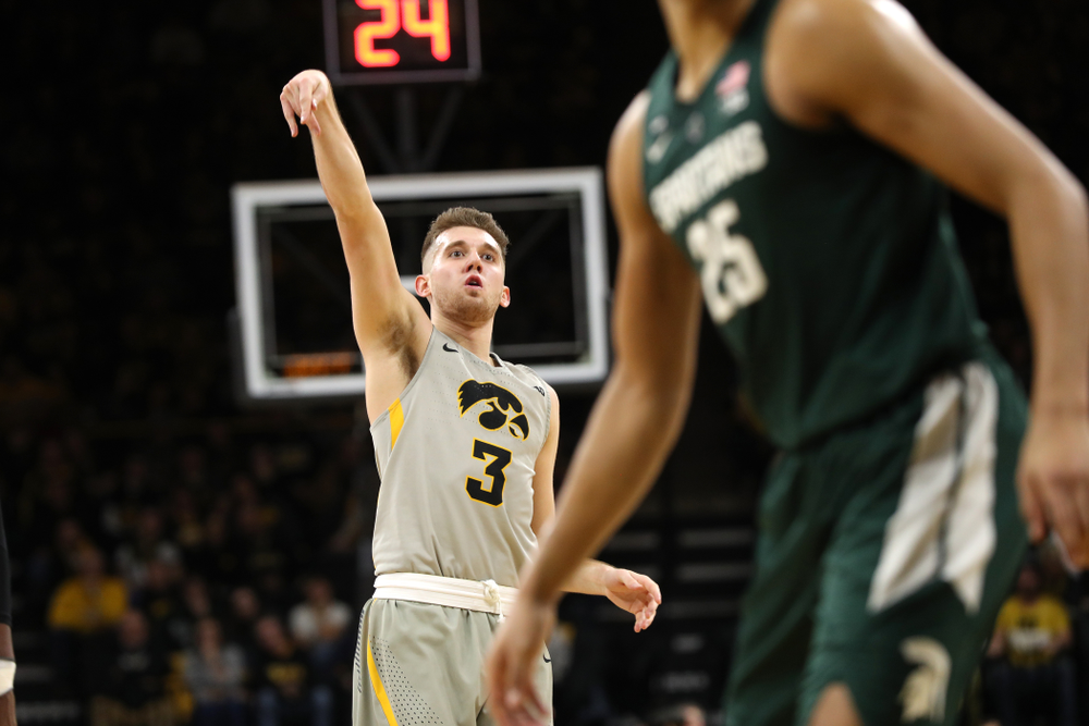 Iowa Hawkeyes guard Jordan Bohannon (3) against the Michigan State Spartans Thursday, January 24, 2019 at Carver-Hawkeye Arena. (Brian Ray/hawkeyesports.com)