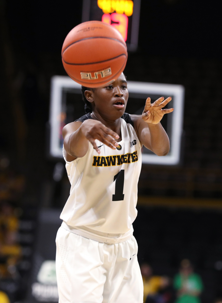 Iowa Hawkeyes guard Tomi Taiwo (1) against Dakota Wesleyan University Tuesday, November 6, 2018 at Carver-Hawkeye Arena. (Brian Ray/hawkeyesports.com)