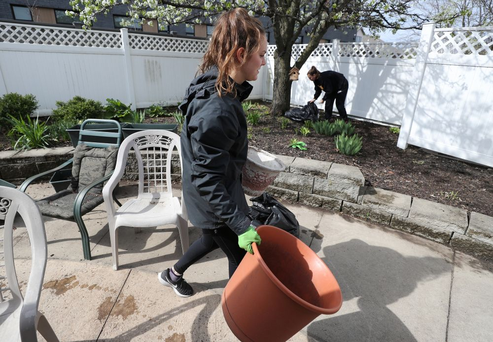 Members of the WomenÕs Soccer team volunteer at Pathways Adult Day Health Center during the annual Iowa Athletics Day of Caring  Sunday, April 28, 2019 in Iowa City. (Brian Ray/hawkeyesports.com)