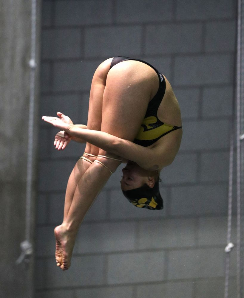 Iowa's Jolynn Harris competes on the 3-meter springboard against the Iowa State Cyclones in the Iowa Corn Cy-Hawk Series Friday, December 7, 2018 at at the Campus Recreation and Wellness Center. (Brian Ray/hawkeyesports.com)